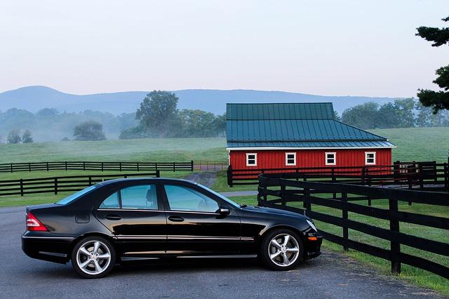 automobil a stodola.jpg
