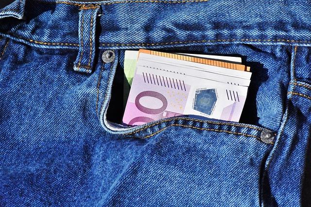 bankovky v kapse.jpg