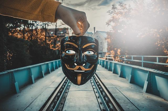 maska na kolejích